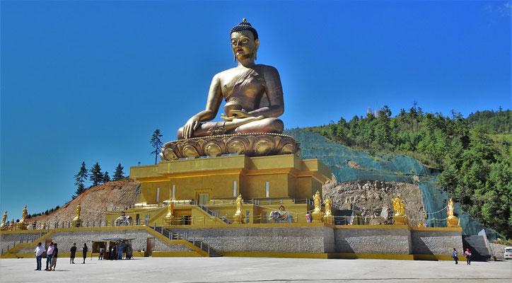 Die Buddha Statue aus vergoldeter Bronce...