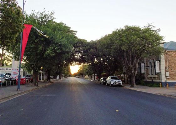 .....leere Hauptstrasse von Tanunda abends um 20.00 Uhr.