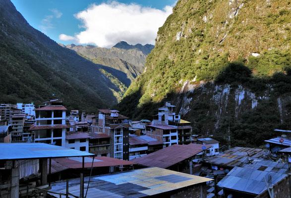 Der Blick vom Dach über Aguas Calientes.