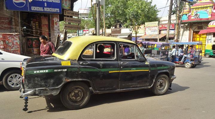 Ein altes Ambassador (Automarke) Taxi