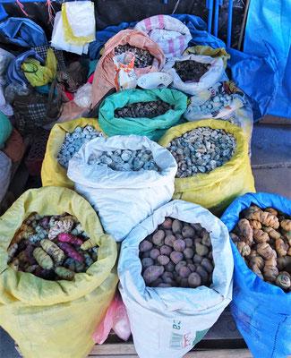 Mais und Kartoffeln.