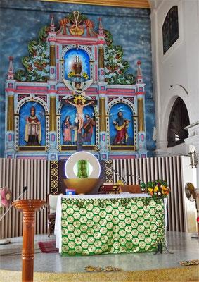 ...dem etwas kitschigen Altar.