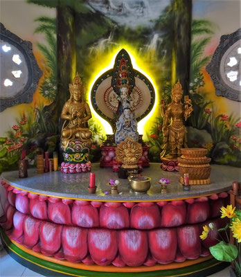 ....und der Altar im Innern.