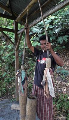 Der Blasbalg mit Bambusrohre.