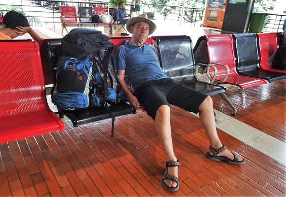 Warten in Jakarta.....