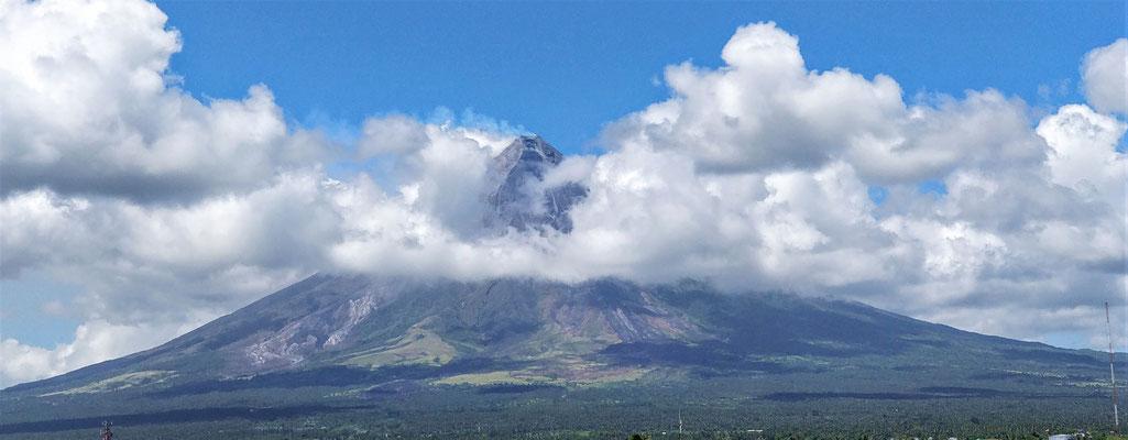 Der Mayon zeigt sich.