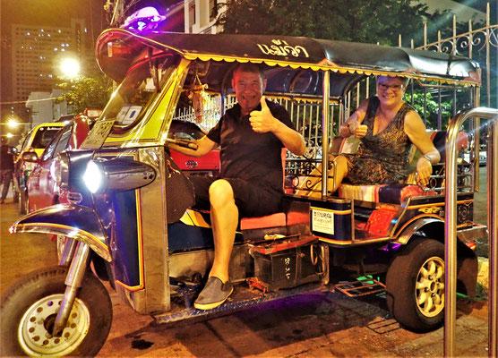 Mit dem Tuc Tuc und einem verrückten Fahrer.....