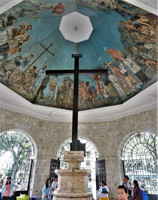 Im Kastenkreuz hat es noch Fragmente des Originalkreuzes......