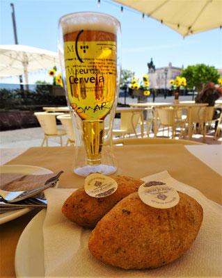 ......geniessen wir Pastel de Bacalhau.