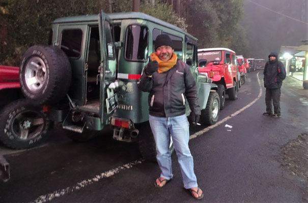 Unser Jeep Fahrer auf den Mt. Penanjakan auf 2'770m.