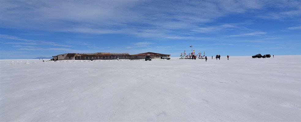Das erste Hotel auf diesem Salzsee....