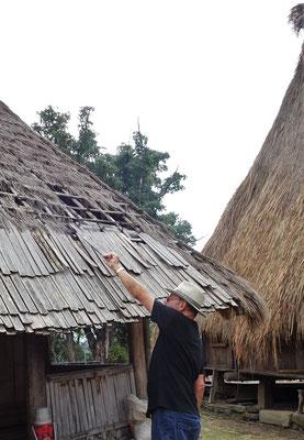 Dacheindeckung zum Teil mit Bambus.