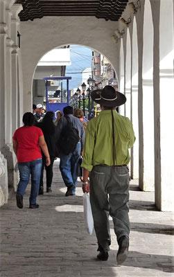 Ein Gaucho beim einkaufen.