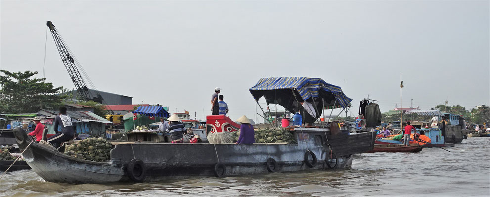 Der Floating Market......
