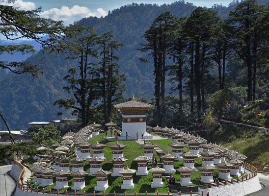 ..und die 108 Stupas.