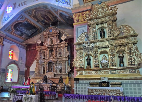 Der Altar der Kirche.....