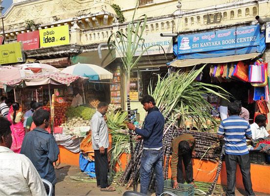 ....vor dem Devaraja Markt.
