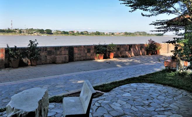 Der Blick über den Mekong nach Laos.