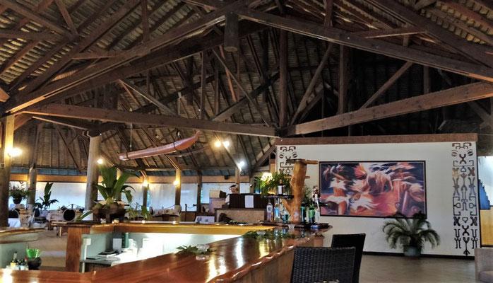 Der Empfangsbereich mit Bar und Restaurant.