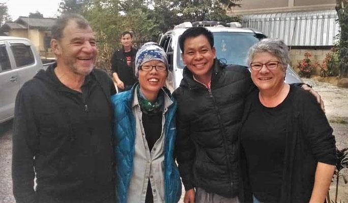 ....und hen aus Taiwan. Unser Fahrer Tey neben Colette.