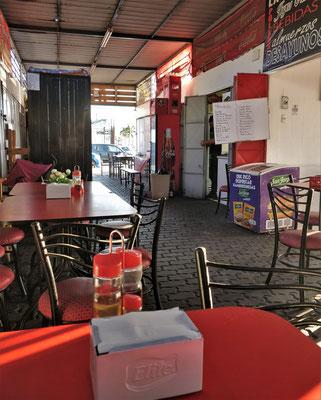 Extra für uns nochmals geöffnet. Kleines Fischrestaurant mit Durchzug.
