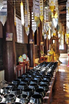 Die Sammeltöpfe der Mönche.