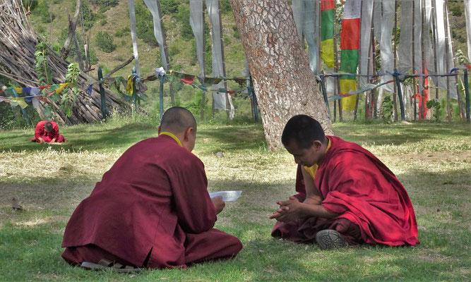 Ein Mönchschüler wird geprüft.