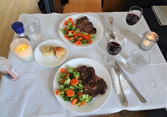 Steak mit Gemüse....die Beilage hatte keinen Platz mehr im Magen.