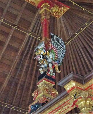 Ein schön geschnitzter Garuda.