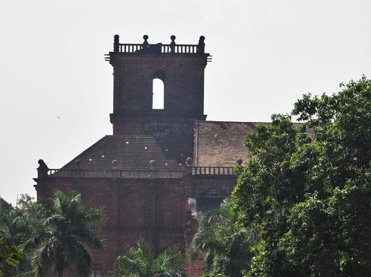Der Turm der Basilica und...