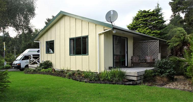 Unser Zimmer im Kauri Coast Holiday Park.
