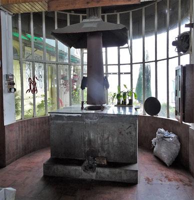 Der Ofen für Chapatti und die Spiesse