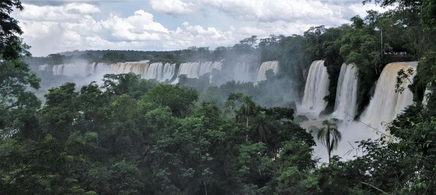 .....und Iguazu heisst grosses Wasser.....