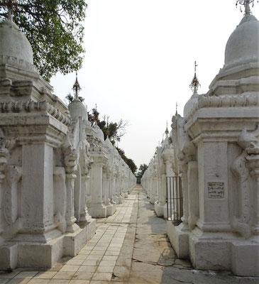 Die 762 kleinen Stupas..