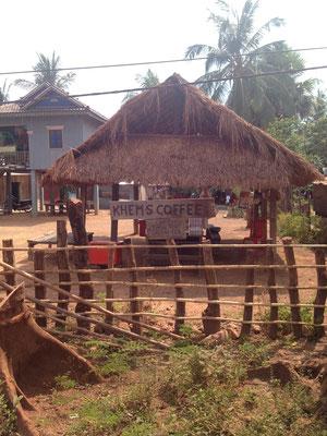 Der Kaffestand unserer Gastmama Khem vor ihrem Haus