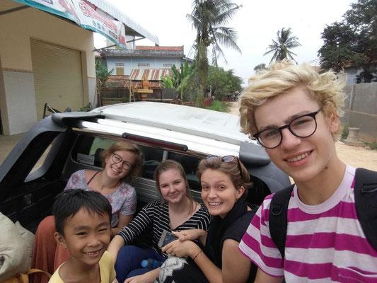 auf dem Rückweg von einer kambodschanischen Feier im Norden Phnom Penhs
