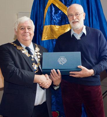 Empfang bei Bürgermeister Geoff Harrison und Ehrung von Hubert Listmann für sein jahrelanges Engagement zur Pflege der Partnerschaft
