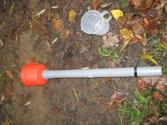 Mit diesem Apparat werden die Meerforellen-Eier in der Alster in die händisch angelegten Kiesbetten gebracht (Foto: M. Hempel).