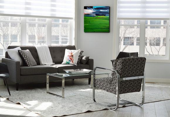 bilder, abstrakt gemalt im Wohnzimmer