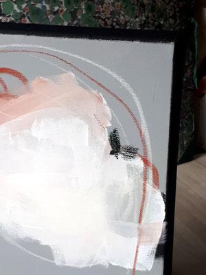 detail grau weiß rot