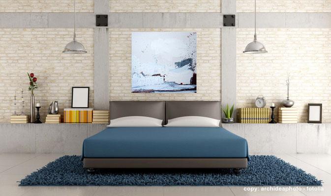 weißes Gemälde im Raum