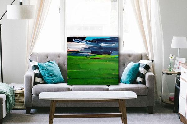 abstrakte Bild in grün auf Sofa