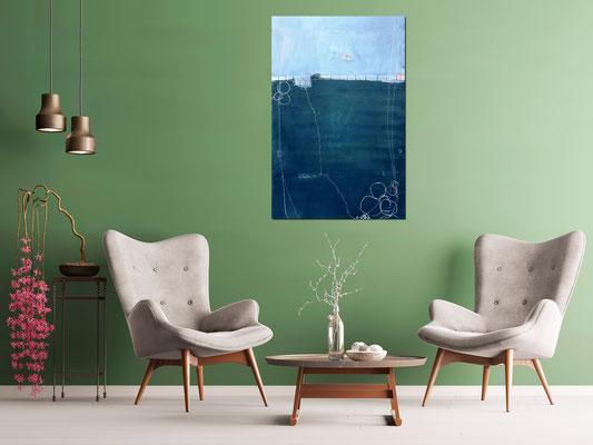 blaues Bild an grüner Wand