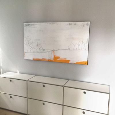 Weißes Bild über Schrank