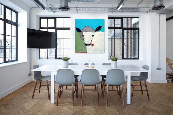 Kuh im Raum