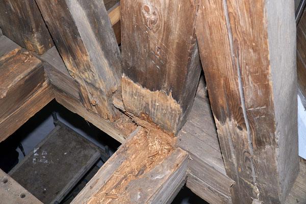 09.01.2017 kaputte Balken über der Glockenstube