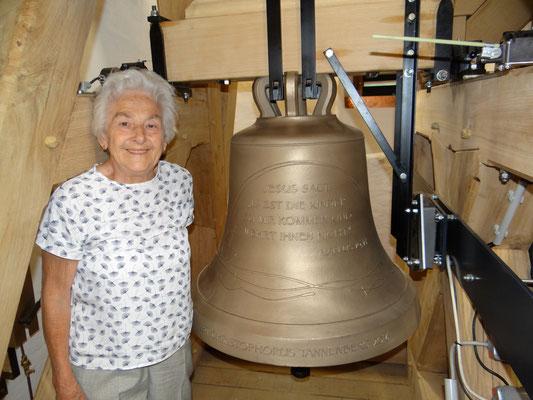 Jung und Alt wollten die neuen Glocken sehen