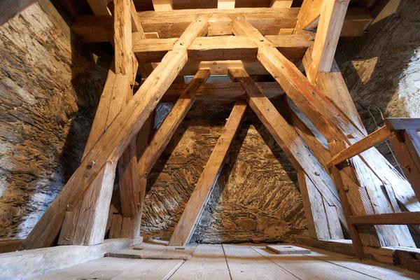 03.12.2016 neue Balken unter der Glockenstube