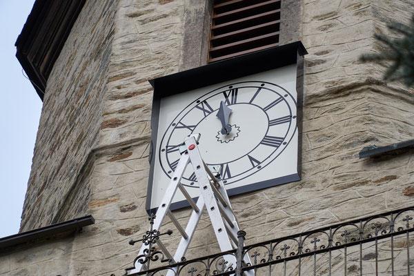 30.03.2017 die Turmuhr wird wieder eingebaut