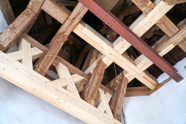 neue Balken über der Glockenstube 11.02.2017